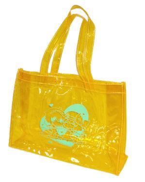 台風一過。夏だ!きらきらなビニールバッグだ。
