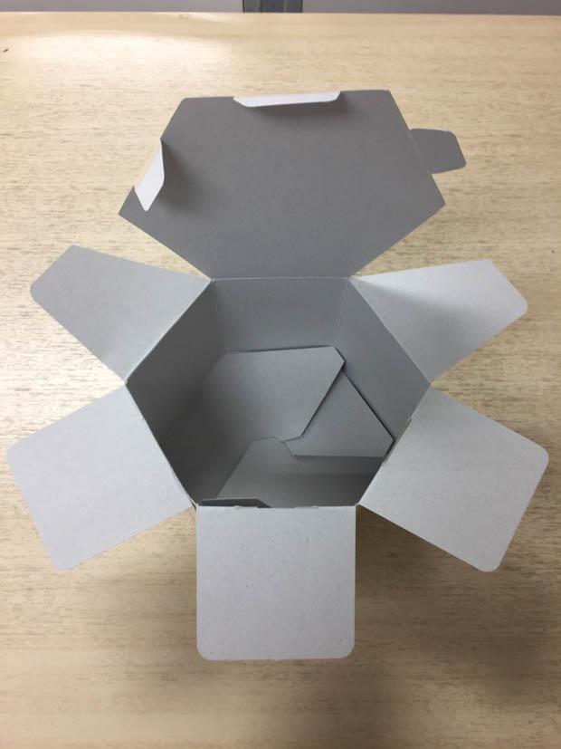 久しぶりの六角紙箱