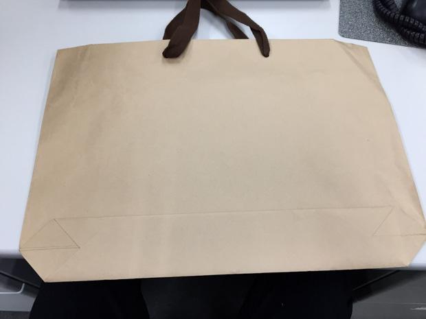 舟底の紙袋?