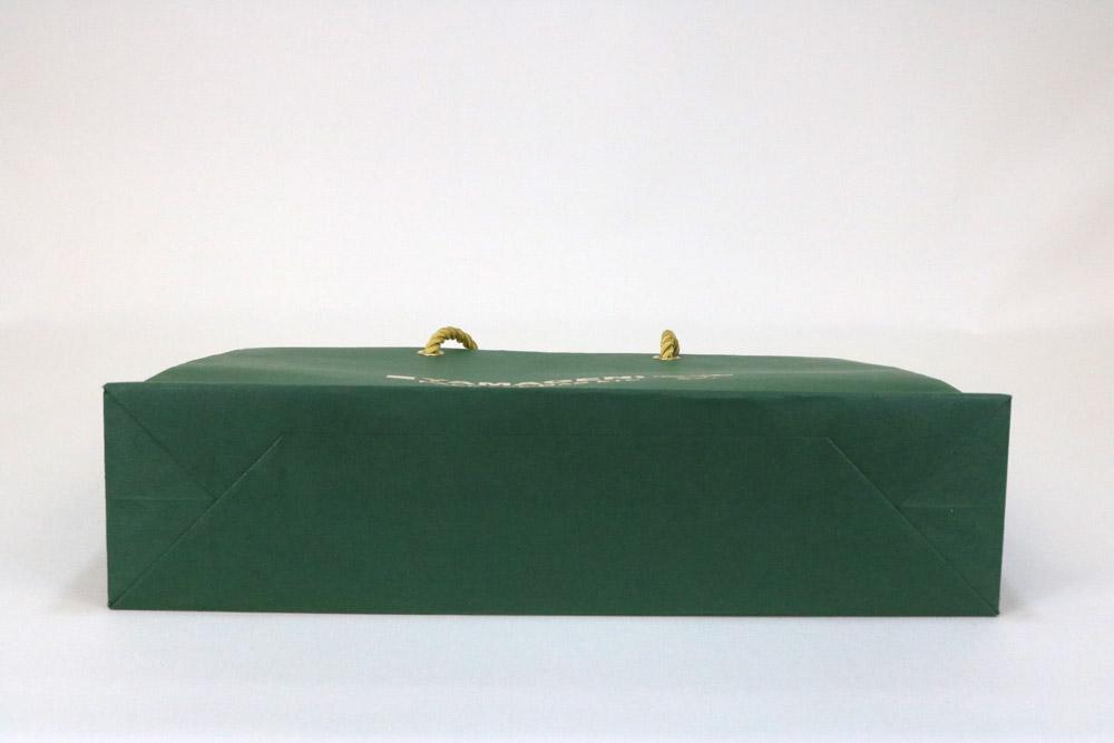 ビオトープGA(フォレストグリーン)表面加工なし、箔押艶金1色の別注紙袋の底面画像