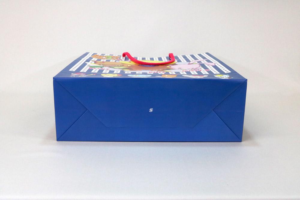 コート紙表面マットPP貼り、オフセット4色カラー印刷の別注紙袋の底面画像