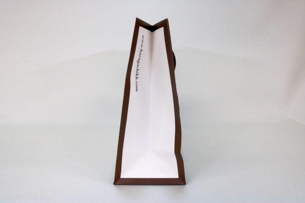 コート紙表面マットPP貼り、オフセット2色印刷の別注紙袋の側面画像