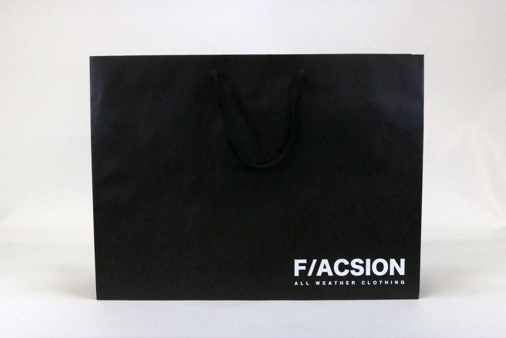 未晒クラフト130g/㎡+黒ベタ、片面1カ所箔押しのセミオーダー紙袋の正面画像