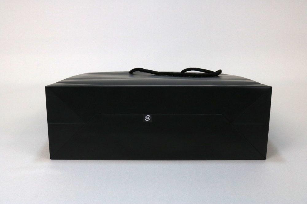 コート紙表面マットPP貼り、箔押印刷 艶金1色のセミオーダー名入れ紙袋の底面画像