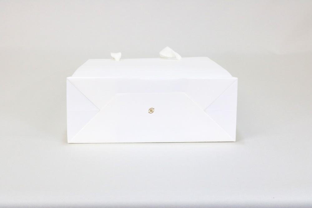 タント 表面加工なし、箔押艶金1色の別注紙袋の底面画像