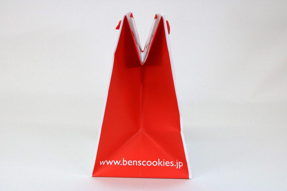 コート紙表面マットPP貼り三角折り、オフセット1色印刷の別注紙袋の側面画像