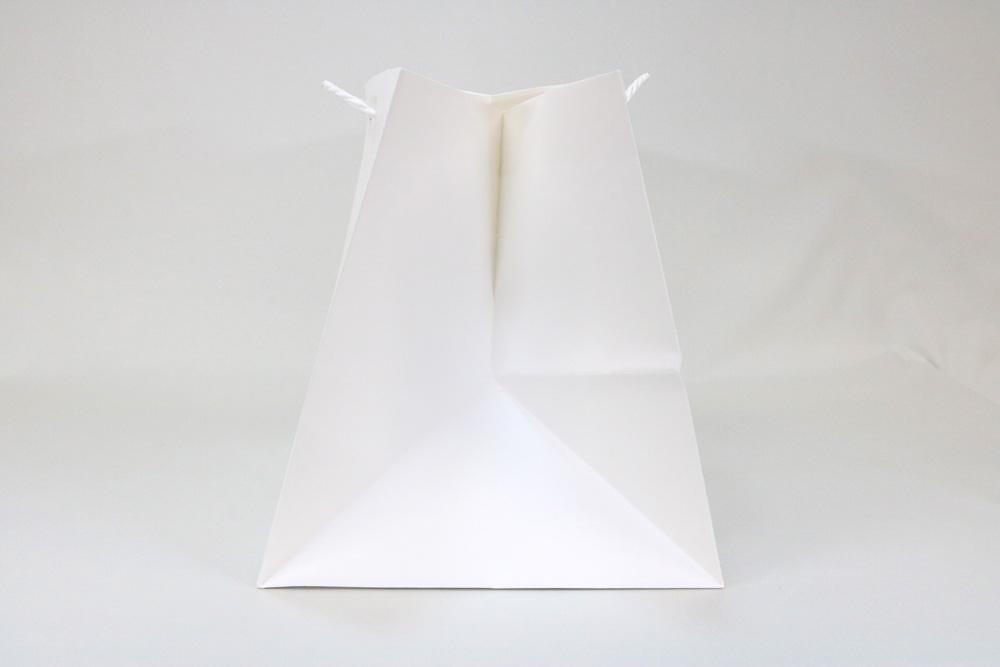 晒クラフト(白)表面加工なしマチの広いタイプ、シルク1色印刷の別注名入れ紙袋の側面画像