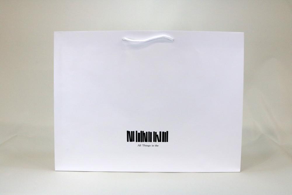 コート(白)表面マットPP貼り、シルク印刷 1色のセミオーダー紙袋の正面画像
