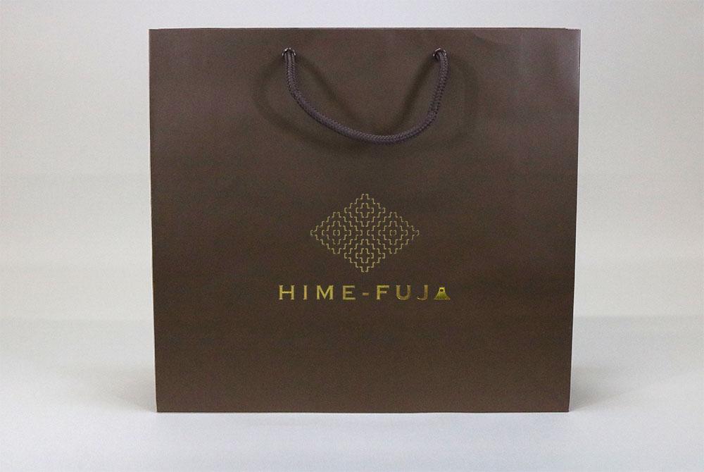 コート紙表面マットPP貼り、片面1カ所箔押しのセミオーダー紙袋の正面画像