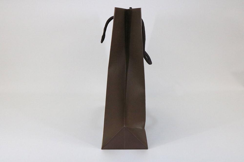 コート紙表面マットPP貼り、片面1カ所箔押しのセミオーダー紙袋の側面画像