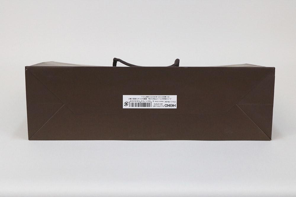 コート紙表面マットPP貼り、片面1カ所箔押しのセミオーダー紙袋の底面画像