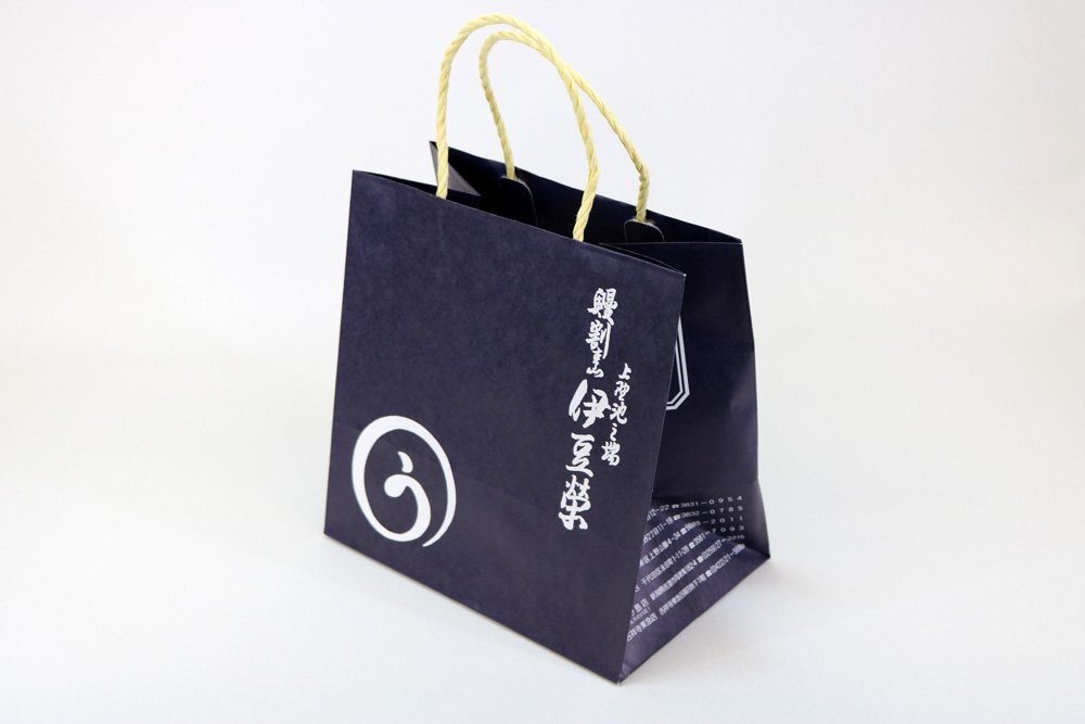 晒クラフト120g/㎡自動手付紐、表面加工無し、オフセット印刷ベタ1色+ニス引きの別注紙袋