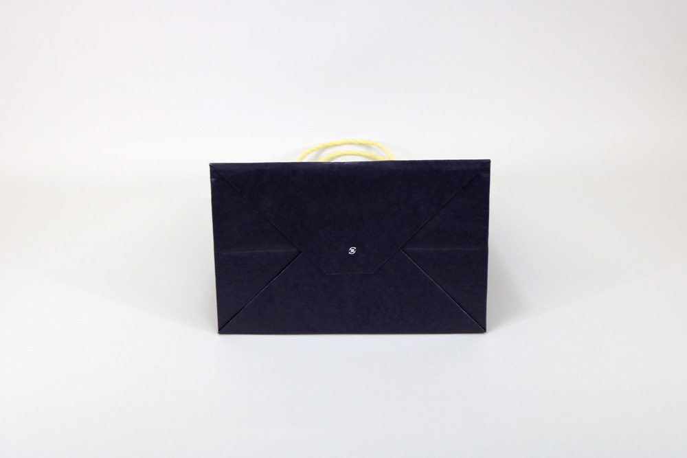 晒クラフト120g/㎡自動手付紐、表面加工無し、オフセット印刷ベタ1色+ニス引きの別注紙袋の底面画像