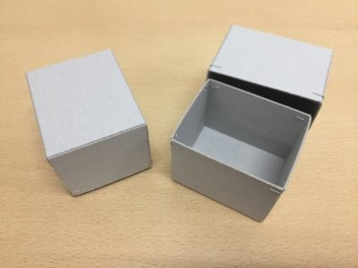 シンプルな紙箱