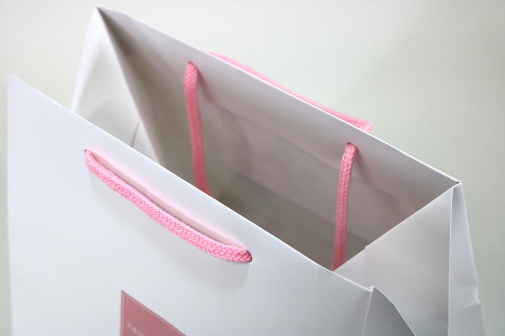 コート紙表面マットPP貼り、オフセット印刷カラー4色の別注紙袋の入れ口画像