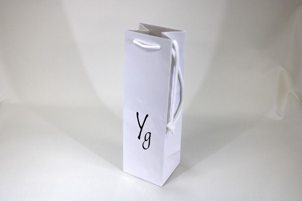 コート紙表面グロスPP貼り、シルク印刷1色のワインボトル用セミオーダー紙袋